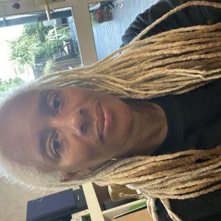 Profile photo for Deborah Harouma