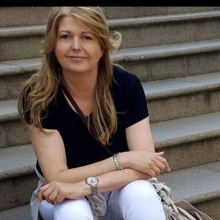 Profile photo for Alison Roberts